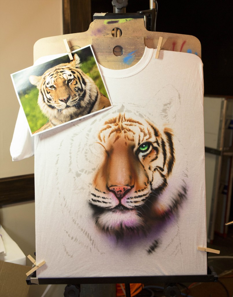 Instructor and T-shirt airbrush artist extraordinaire Gary Worthington, demonstrates a final class project.