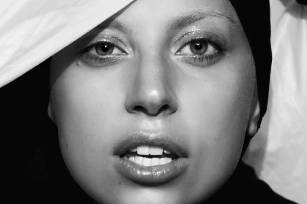 lady-gaga-applause-music-video-04 copy